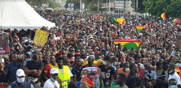 Manif de ressortissants guinéens : Une foule monstre à la place de la Nation