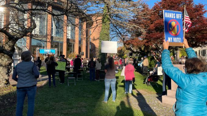 REPORTAGE. Election américaine : en Pennsylvanie, le décompte des votes par correspondance tient la population en haleine