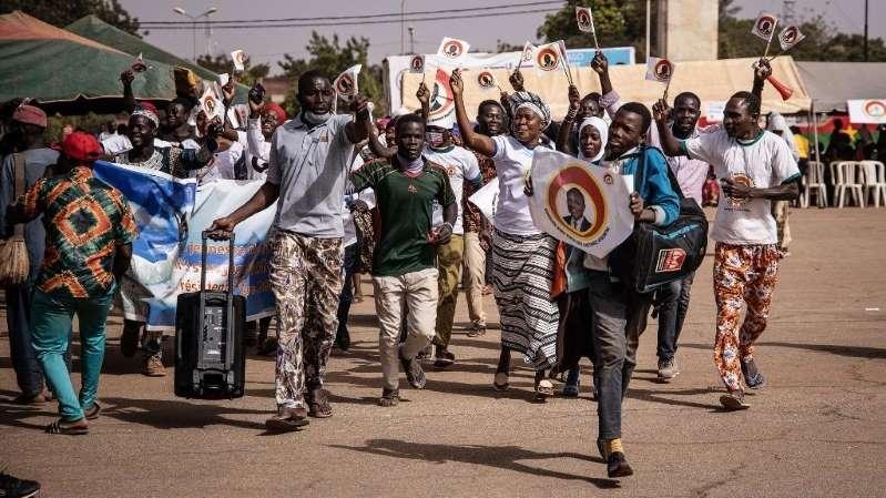Présidentielle au Burkina: une ONG dénonce les distributions de gadgets de campagne