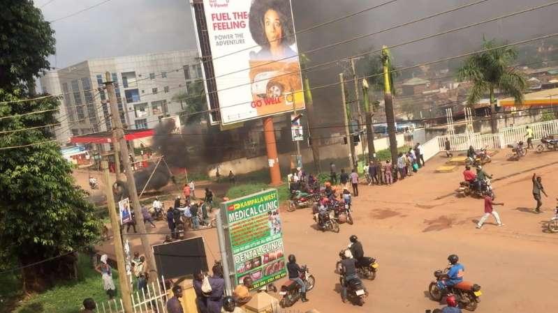 Violences meurtrières à Kampala: société civile et police se renvoient la responsabilité