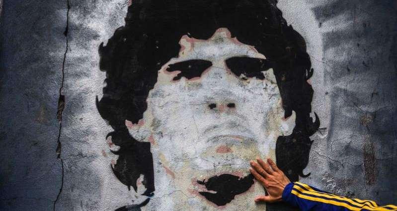Légende, excès, gloire, … le podcast 100 % Maradona