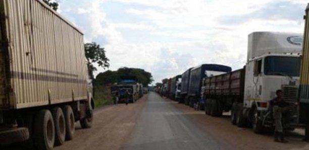 Retour de tournée: Macky fait immobiliser tous les camions et bus sur l'axe Kédougou-Tambacounda