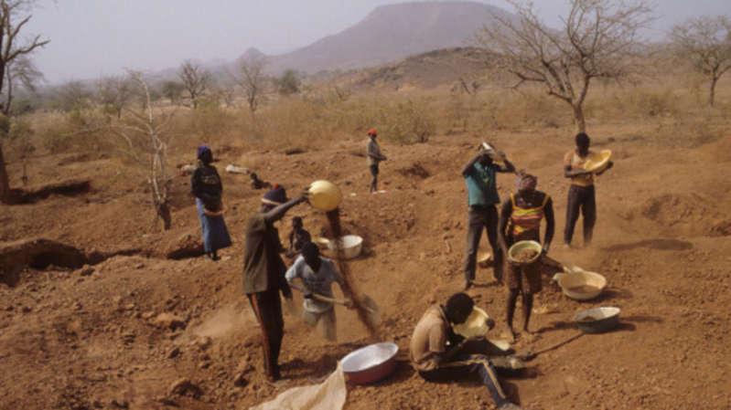 Après l'attaque de Solhan, le gouvernement burkinabè ferme des sites d'orpaillage