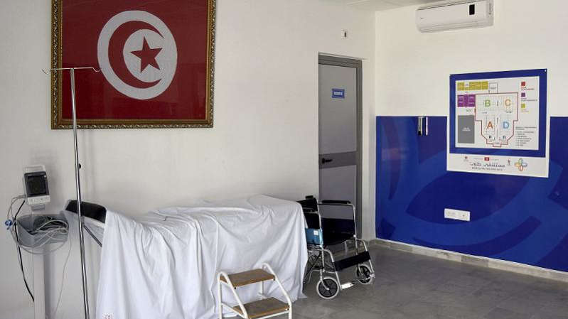 Tunisie: les hôpitaux à 90% pleins, le Premier ministre testé positif au Covid-19