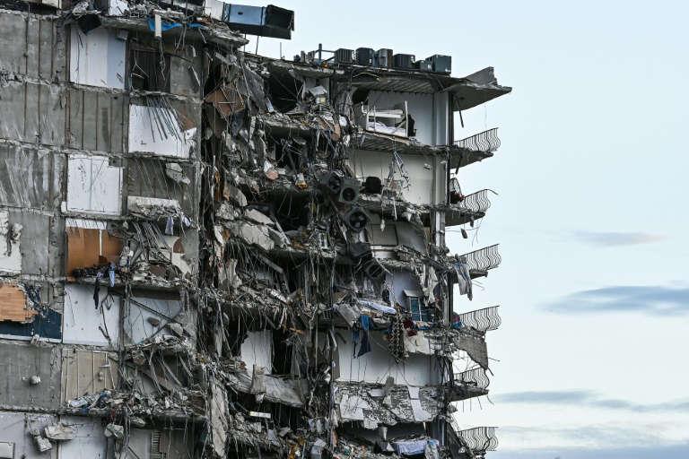Immeuble effondré en Floride: quatre morts, 159 personnes manquantes