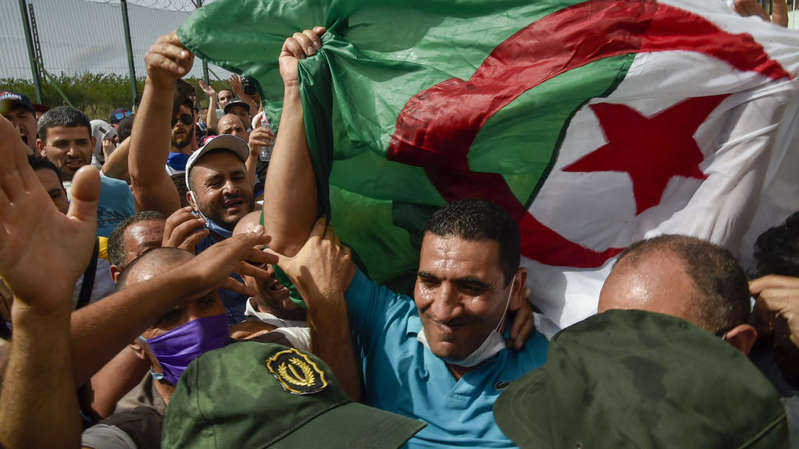 Algérie : deux figures de la contestation arrêtées avant les élections législatives