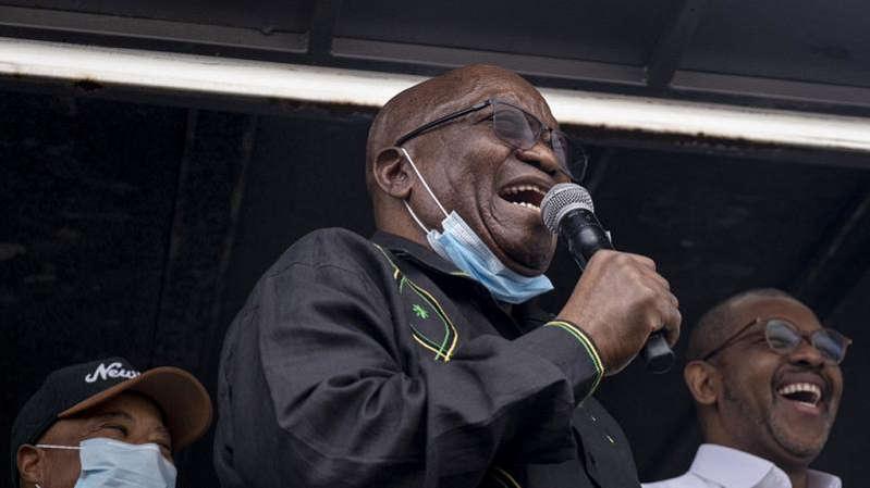 Jacob Zuma défie la justice devant ses partisans à Nkandla